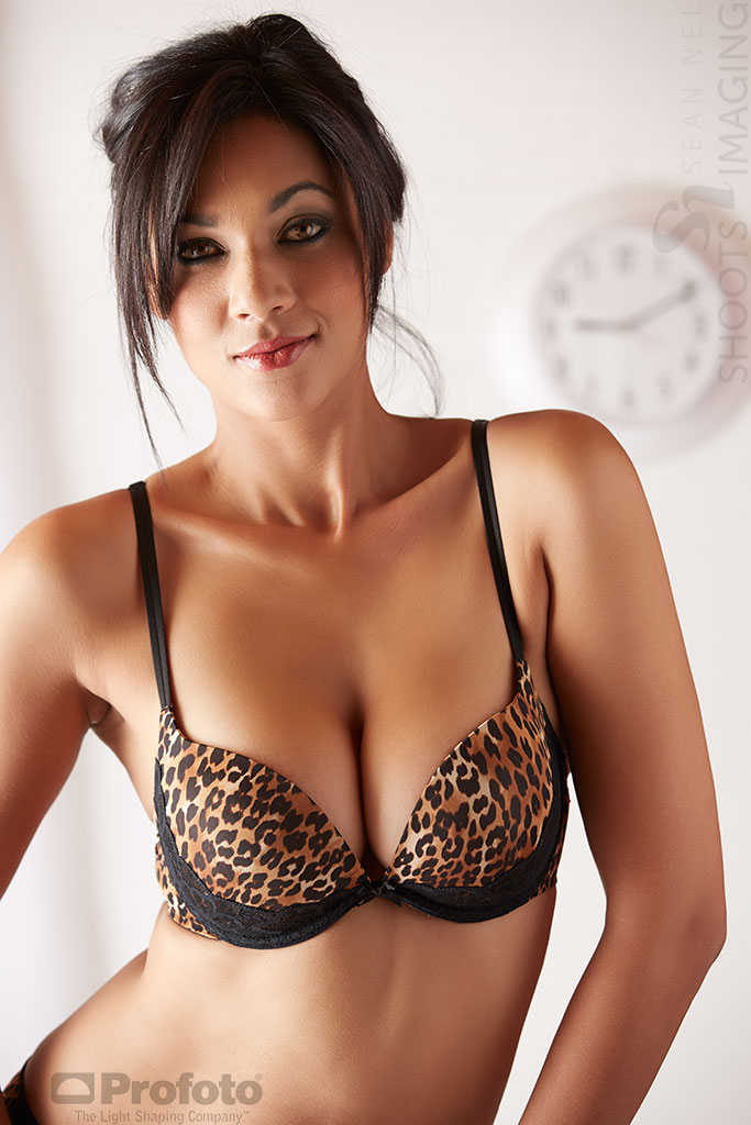 Huge huge bra popping hanger evelyn from uniquesexygirls